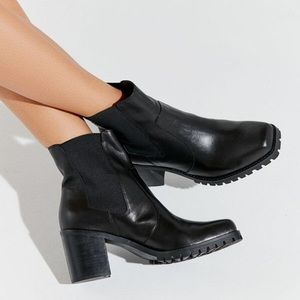 UO Alex Square Toe Chelsea Boot